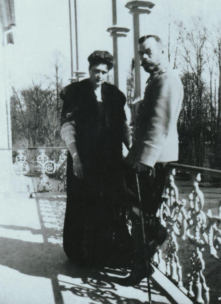 Nicholas II and Alexandra Fiodorovna on Palace Balcony, early 20th-c. photograph (Yale University Library, New Haven)