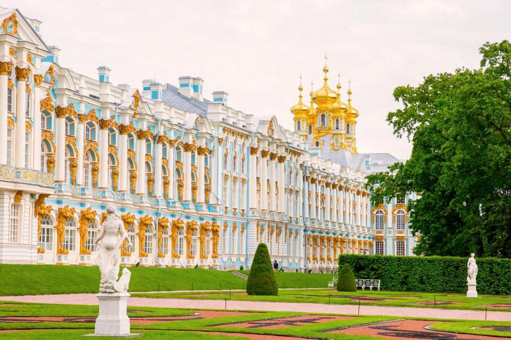 View of Catherine Palace's façade and Chapel