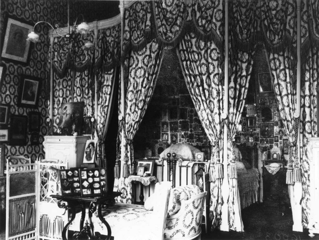 Imperial Bedroom's photo of 1930s